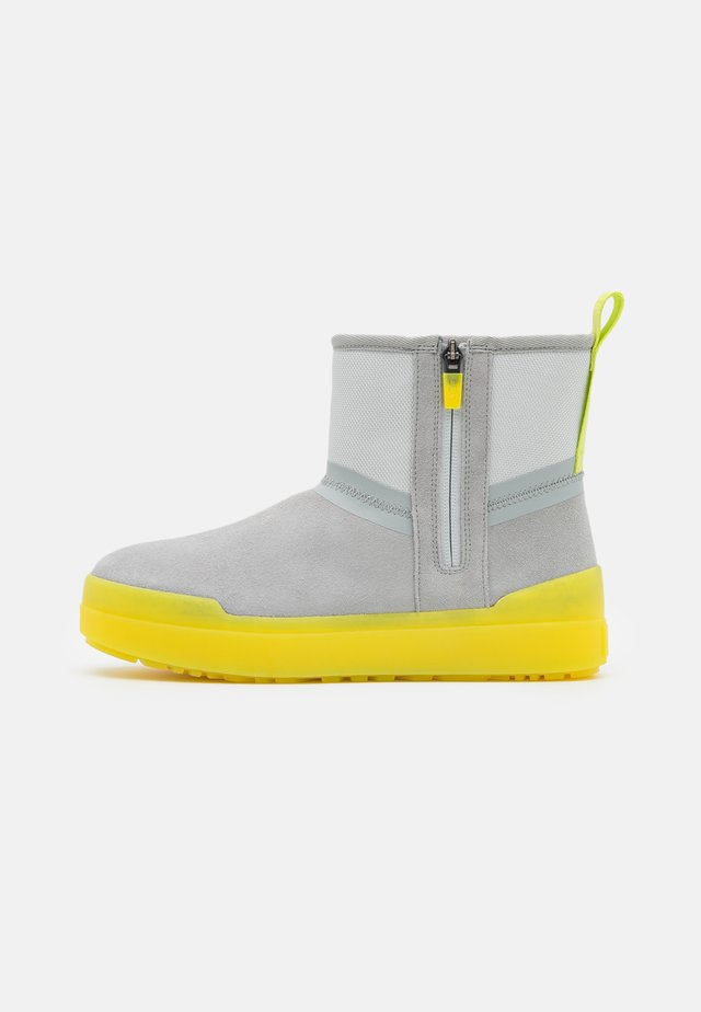 CLASSIC TECH MINI - Winter boots - grey