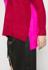 CAPSULE by Simply Be - ELEVATED ESSENTIALS VNECK - Jumper - pink/red - 5