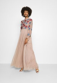 Maya Deluxe - EMBROIDERED FLORAL MAXI DRESS WITH BISHOP SLEEVES - Společenské šaty - taupe blush - 1