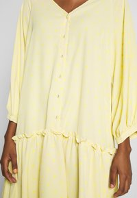 Love Copenhagen - BROLC DRESS - Shirt dress - jojoba yellow - 6