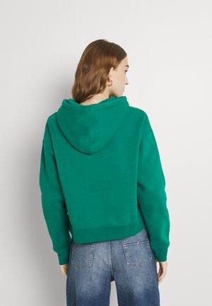 OFFERING HOOD - Sweatshirt - ivy