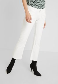 Pieces - PCJEANNY - Straight leg jeans - bright white - 0
