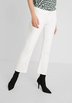 PCJEANNY - Straight leg jeans - bright white