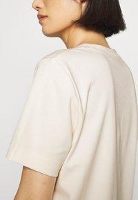 ARKET - T-SHIRT - T-shirts - white dusty light - 5