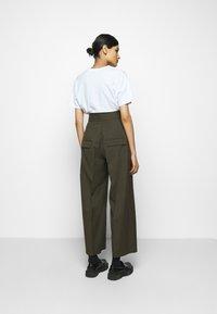Neil Barrett - HIGH WAISTED ONE PLEAT - Trousers - olive melange - 2