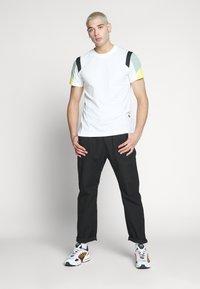 G-Star - MOTAC FABRIC MIX R T S\S - Print T-shirt - milk - 1