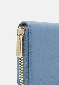 Coccinelle - SOFT - Wallet - pacific blue - 4