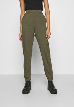 ONLPOPTRASH LIFE ZIP PANT - Pantalones - kalamata