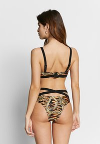 Wolf & Whistle - TIGER & CHAIN CUT OUT CROP TOP - Bikiniöverdel - brown - 2