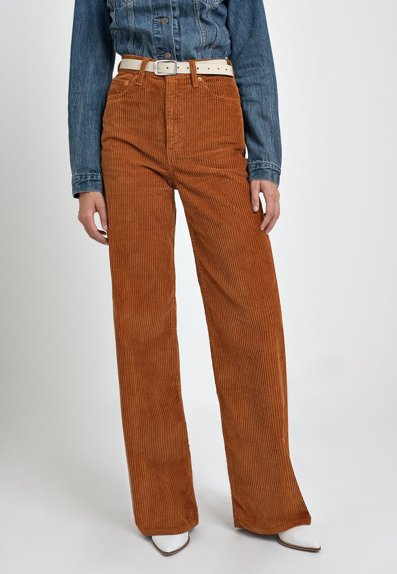 Levi's® - RIBCAGE CORD WIDE LEG - Flared Jeans - caramel