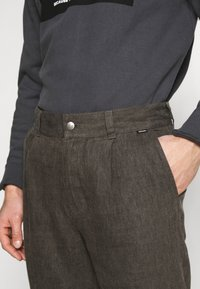 Afends - LIVELY ONES SUIT PANT - Trousers - silt - 4