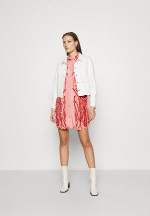 EMBROIDERED WESTERN DRESS - Skjortklänning - light pink