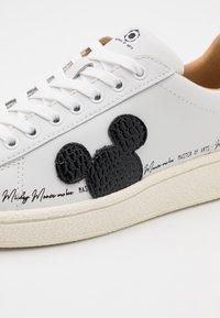 MOA - Master of Arts - GRANMASTER - Zapatillas - white/black - 4