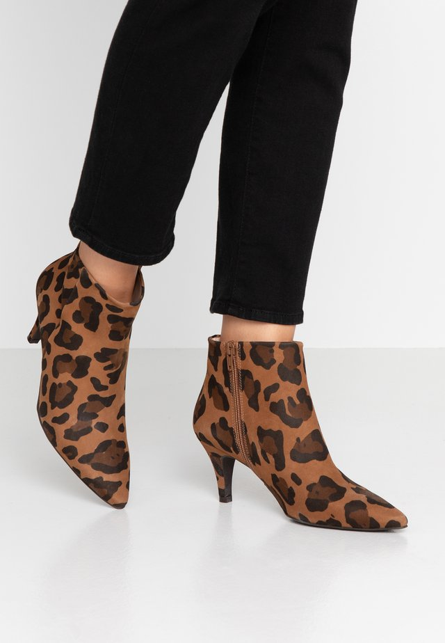 BENETTBO - Ankle boots - brown