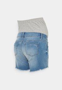 MAMALICIOUS - MLMARTINE BUMPBAND SLIM - Denim shorts - light blue denim - 1