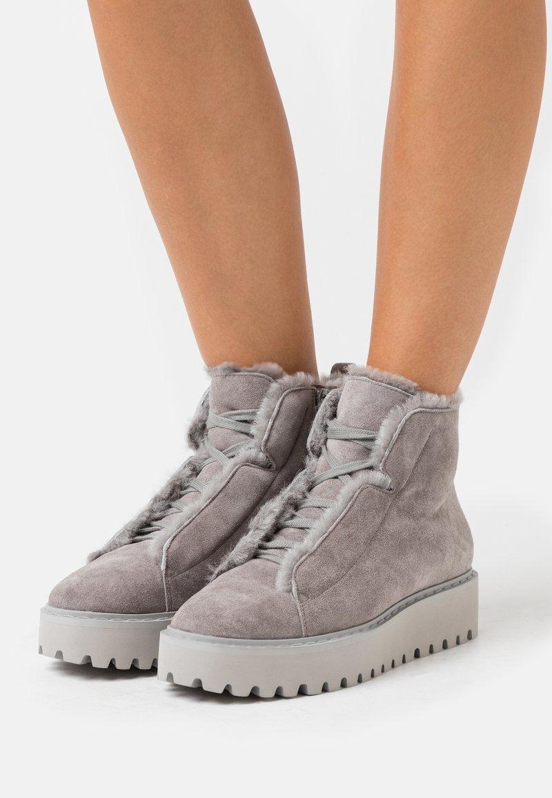 Kennel + Schmenger - HIKE - Boots à talons - stone/grau