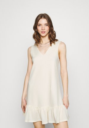 PCTABITHA DRESS - Vestido informal - buttercream