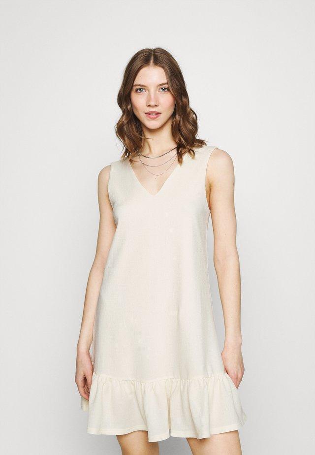 PCTABITHA DRESS - Denní šaty - buttercream
