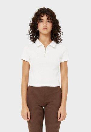 mit Kragen und Reißverschluss - Polo shirt - white