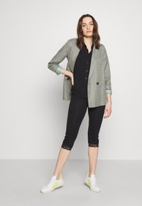 Anna Field - Capri Leggings with Lace - Leggings - Trousers -  black - 1