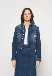 Calvin Klein Jeans - CROPPED 90S JACKET - Denim jacket - denim dark - 0