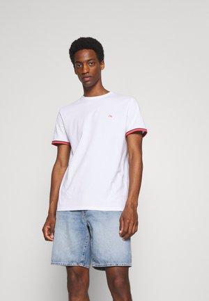 SLHREGPAT O NECK TEE - Print T-shirt - white
