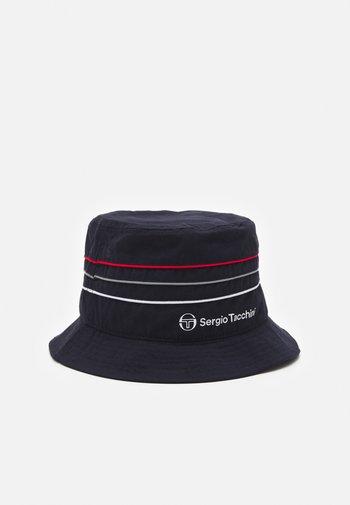 AMARILLIS HAT