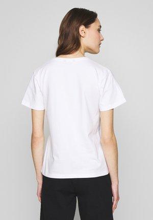 TYPE TEE - T-shirt z nadrukiem - white