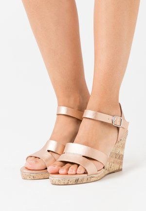 WIDE FIT POSSUM WEDGE - Sandalen met hoge hak - rose gold
