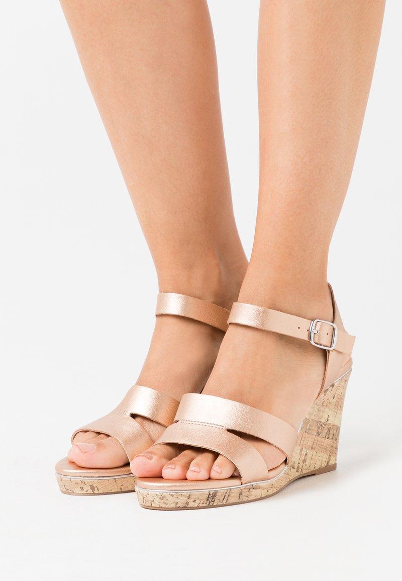 New Look Wide Fit - WIDE FIT POSSUM WEDGE - Sandaler med høye hæler - rose gold