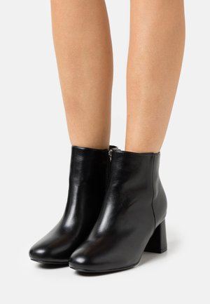 WIDE FIT KLARA - Ankelboots - black