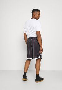 Karl Kani - SMALL SIGNATURE PINSTRIPE  - Shorts - black - 2