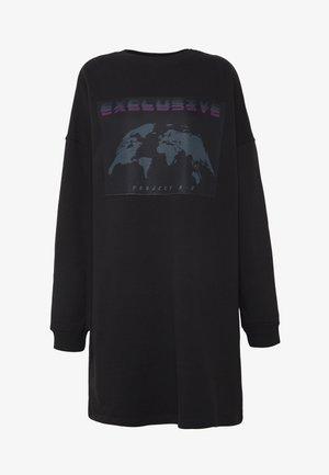 TALL EXCLUSIVE SLOGAN DRESS - Freizeitkleid - black