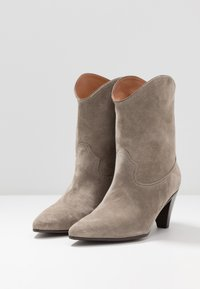 CLOSED - LICORICE - Cowboy/biker ankle boot - clay - 3