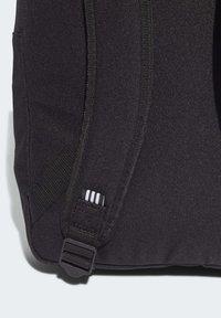 adidas Originals - ADICOLOR LARGE TREFOIL CLASSIC BACKPACK - Sac à dos - black/gold - 7
