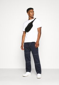 Kickers Classics - DRILL TROUSER WITH TOPSTITCH - Jeans relaxed fit - navy - 1