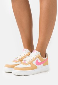 Nike Sportswear - AIR FORCE 1 - Trainers - twine/electro orange/sail/white - 3