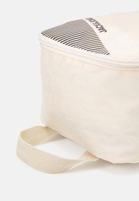 Jack & Jones - JACSHOE BAG - Trousse de toilette - cloud cream - 3