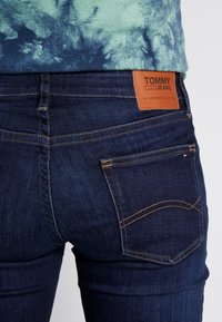 Tommy Jeans - RYAN - Jeans straight leg - dark blue denim - 5