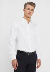 Tommy Hilfiger Tailored - REGULAR FIT - Formal shirt - white - 0