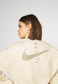 Nike Sportswear - Sweatshirt - fossil/stone - 5