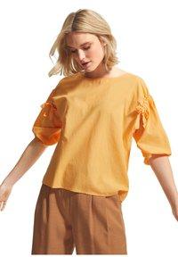 comma casual identity - Blouse - mango sorbet - 0