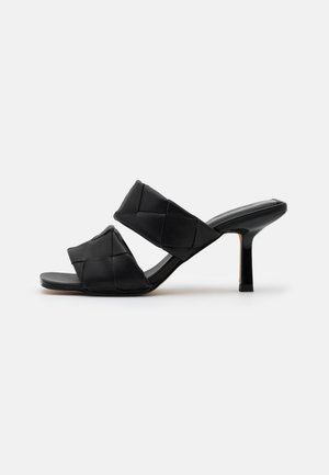 BRAIDED DOUBLE STRAP MULE - Pantofle na podpatku - black