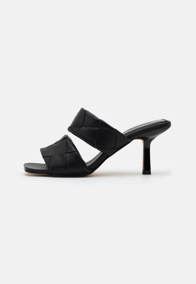 BRAIDED DOUBLE STRAP MULE - Sandaler - black