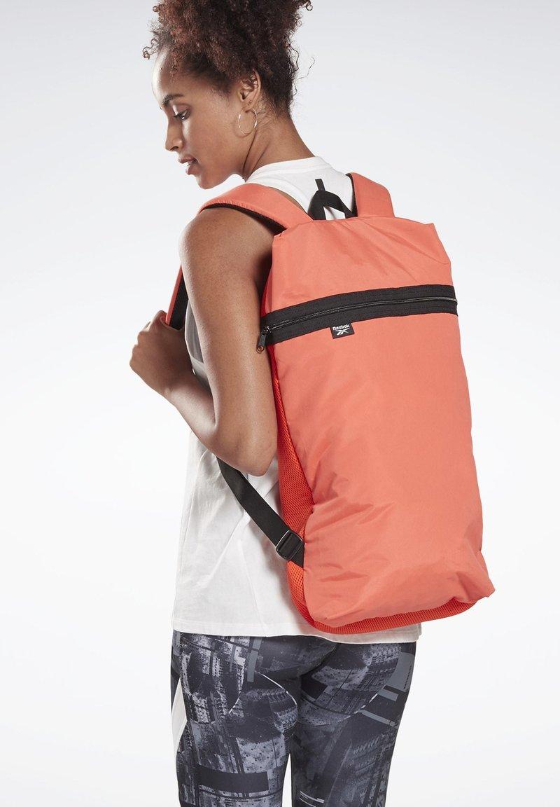 Reebok - TECH BACKPACK - Sac à dos - orange