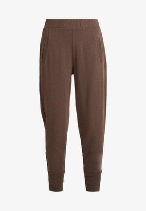 HUXIE PANTS - Teplákové kalhoty - major brown