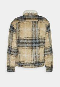 Levi's® - TRUCKER UNISEX - Light jacket - camel/blue - 1