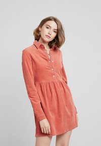 Missguided - SMOCK DRESS - Vapaa-ajan mekko - blush - 0