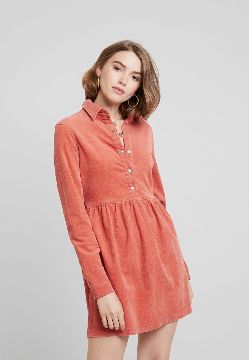 Missguided - SMOCK DRESS - Vapaa-ajan mekko - blush