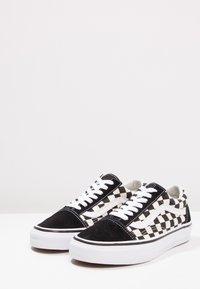 Vans - UA OLD SKOOL - Sneakers laag - black/white - 6